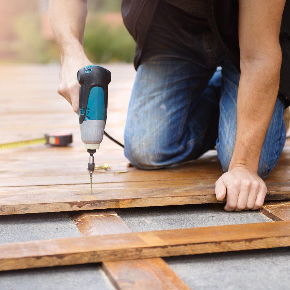 resize_handyman-installing-wooden-flooring-PVGJLXK